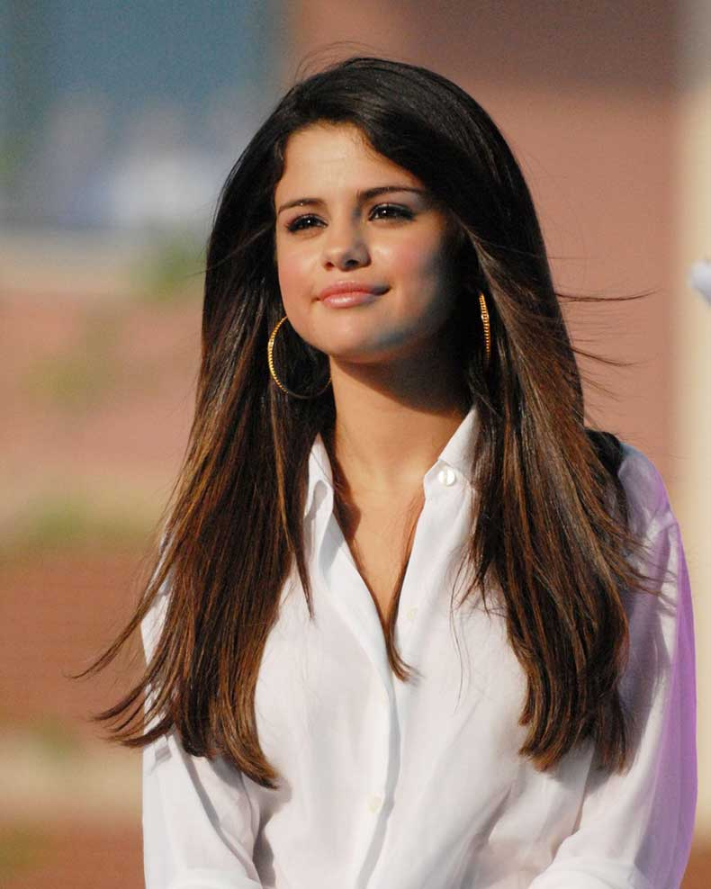Selena+Gomez+Hoop+Earrings+Gold+Hoops+E0wso6wRoJkx