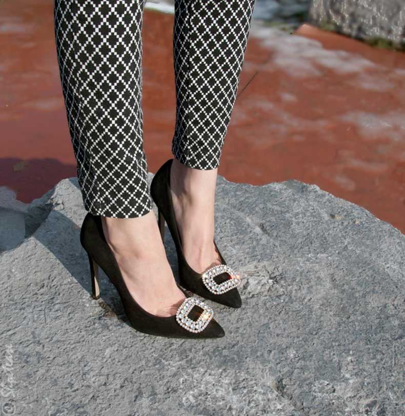 Toronto-Street-Style-Nine-West-Black-Suede-Pumps-with-Shoellery