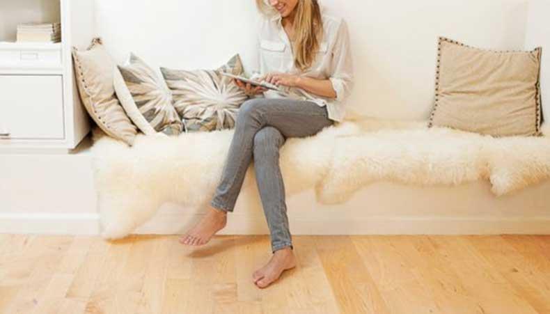 beauty_myths_crossed_legs