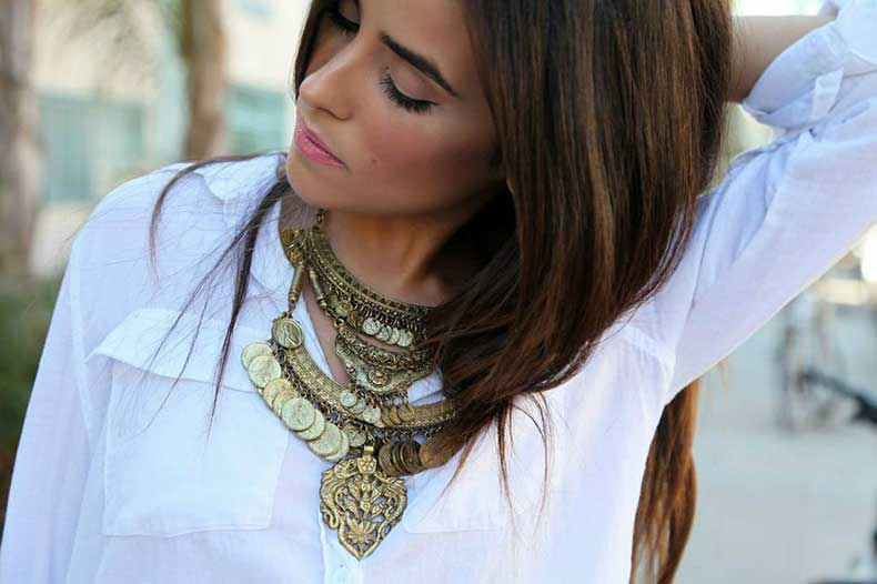 gold-coin-statement-necklace-outfit-pinterest-street-style-trends-fashion-looks