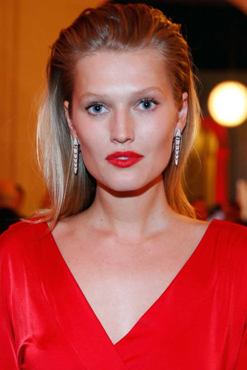 hbz-the-list-holiday-hair-makeup-toni-garrn-gettyimages-495887586