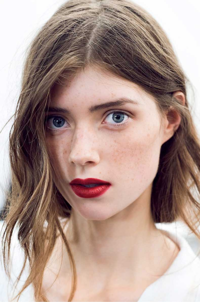 le-fashion-blog-holiday-party-beauty-inspiration-romantic-waves-red-lips-freckles-burberry-ss-2015-via-gary-pepper