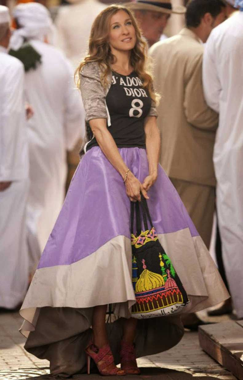 sarah-jessica-parker-carrie-bradshaw-sex-and-the-city-2-purple-zac-posen-underskirt-jadore-dior-tshirt-throwback-thursday-style-icon-boohoo