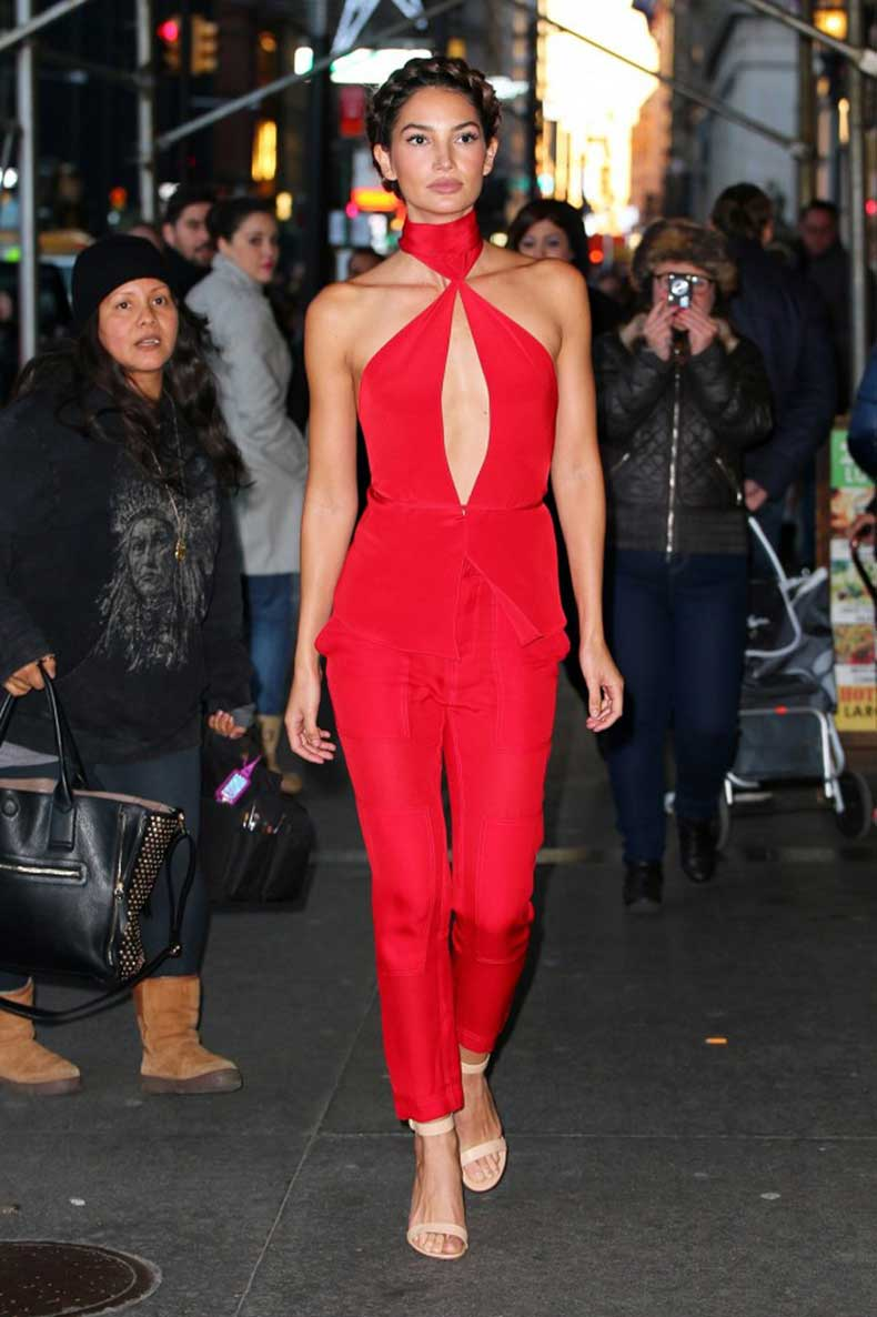 you-have-to-see-lily-aldridges-plunging-red-jumpsuit-1584406-1449274493.640x0c