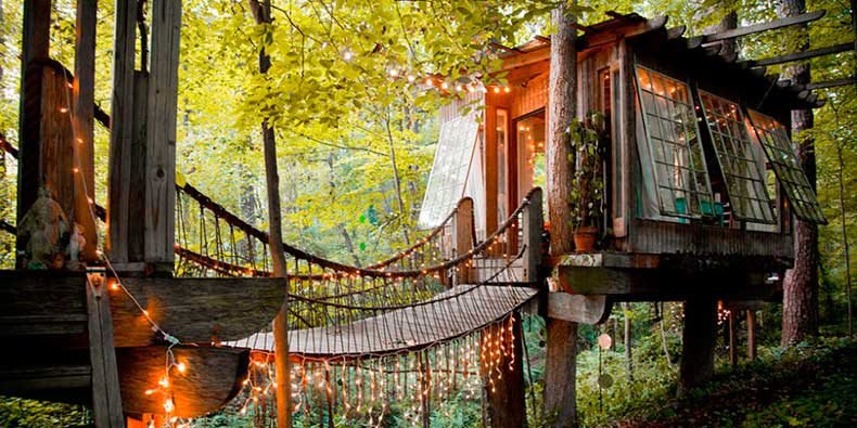 1452970989-hbz-wish-list-wanderlust-airbnb-1-secluded-intown-treehouse-1415908