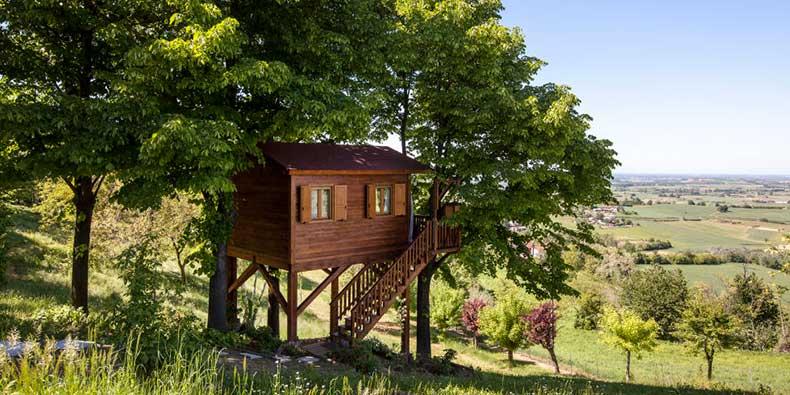 1452970994-hbz-wish-list-wanderlust-airbnb-5-aromantica-treehouseinmonferrato-880308
