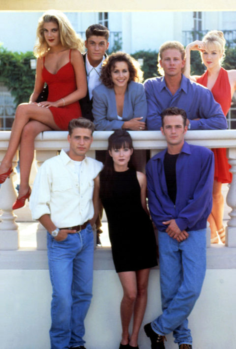 5482b60d58e64_-_mcx-90-fashion-beverly-hills-90210-s2