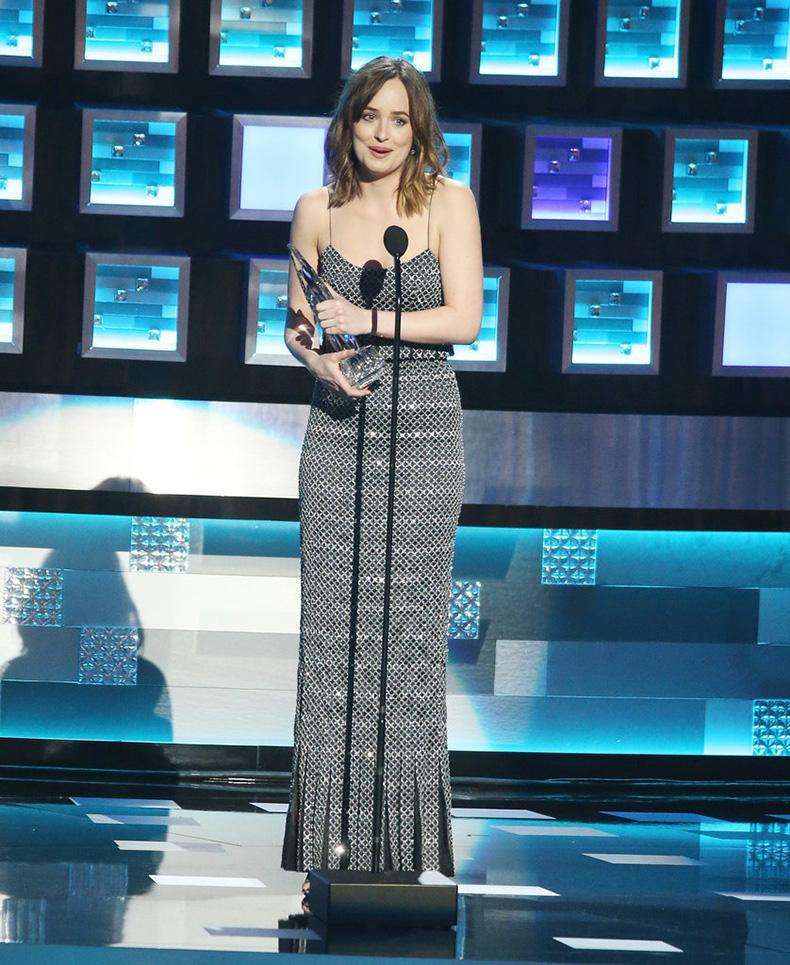 Dakota-Johnson-Outfit-People-Choice-Awards-2016