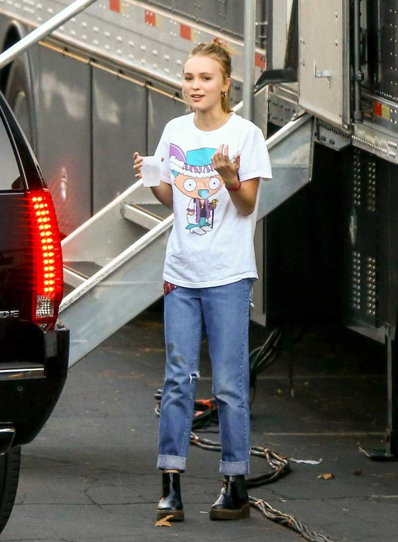 Her-Off-Duty-Look-Casual-Cool