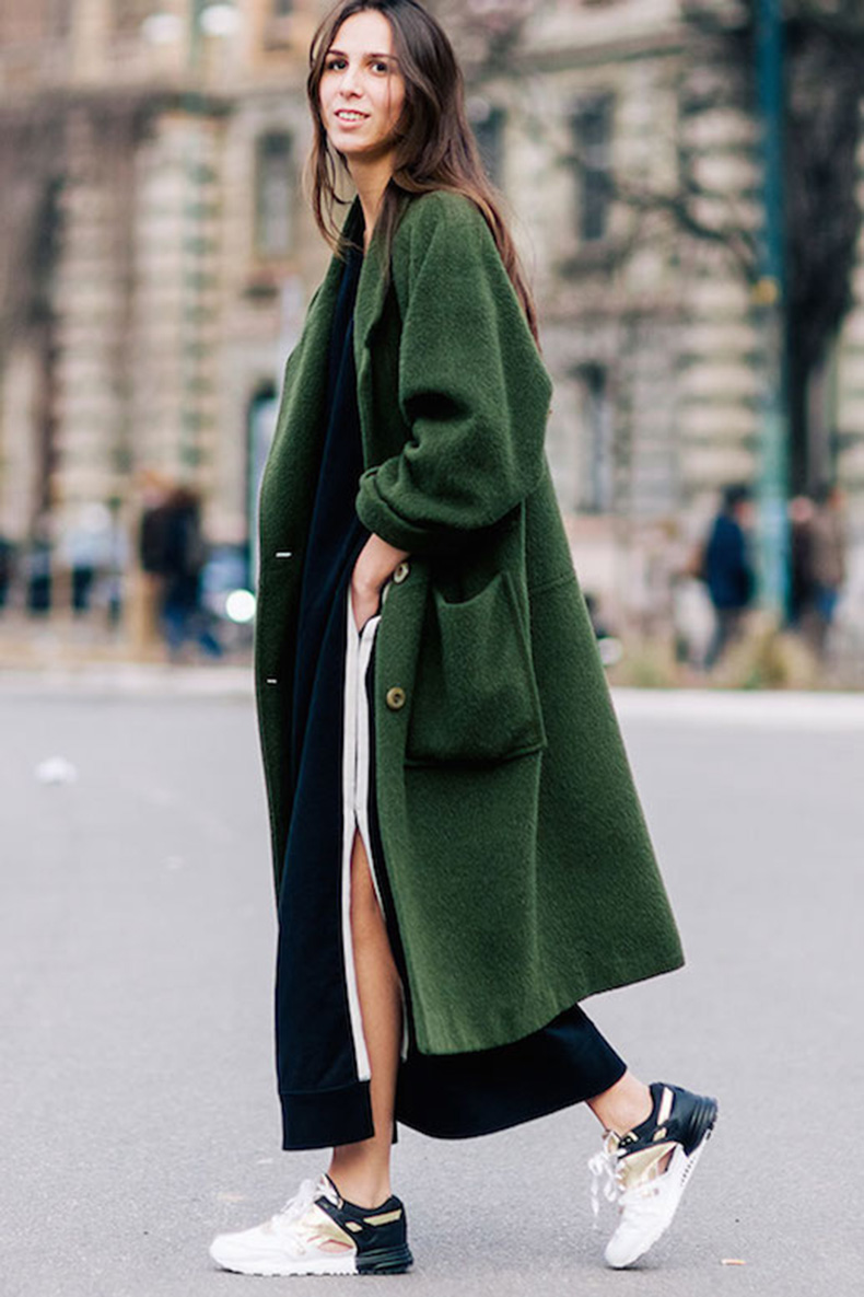 Le-Fashion-Blog-Ways-To-Wear-Green-Jacket-Fall-Winter-Street-Style-Oversized-Wool-Blend-Coat-Sneakers-Long-Hair-Elisabetta-Di-Maso-Via-Shot-By-Gio
