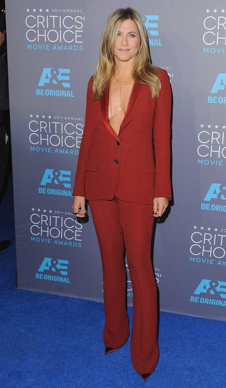 Shirt-Problem-Just-Add-Bodychain-Like-Jennifer-Aniston