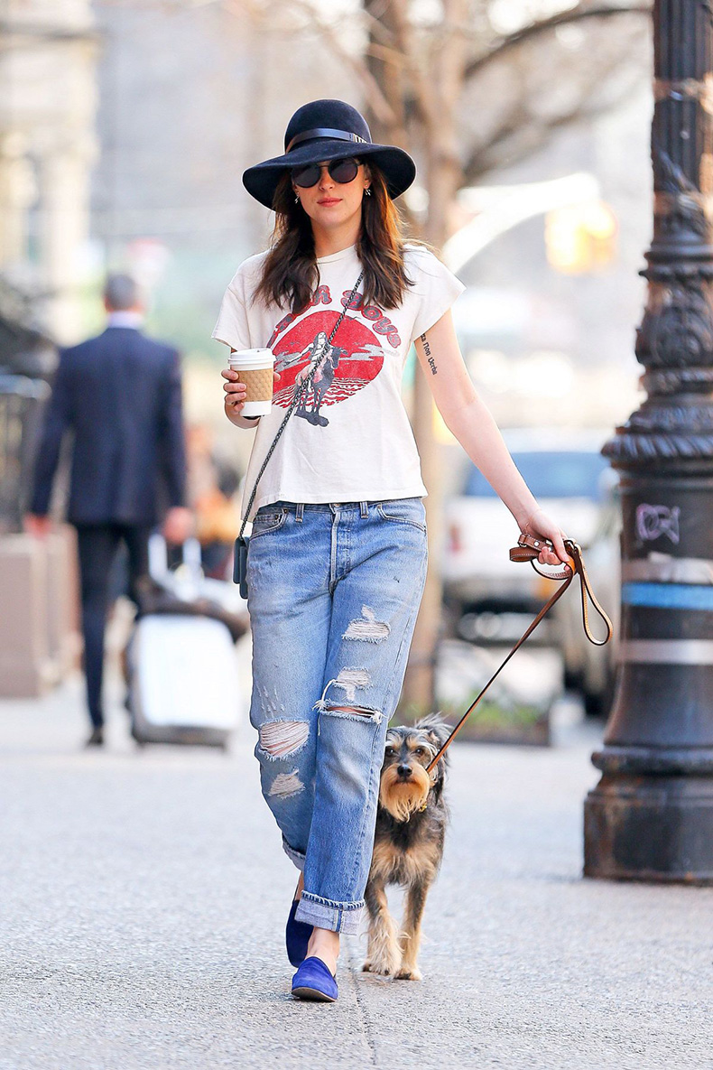 dakota-johnson-in-ripped-jeans-walks-her-dog-in-new-york-12