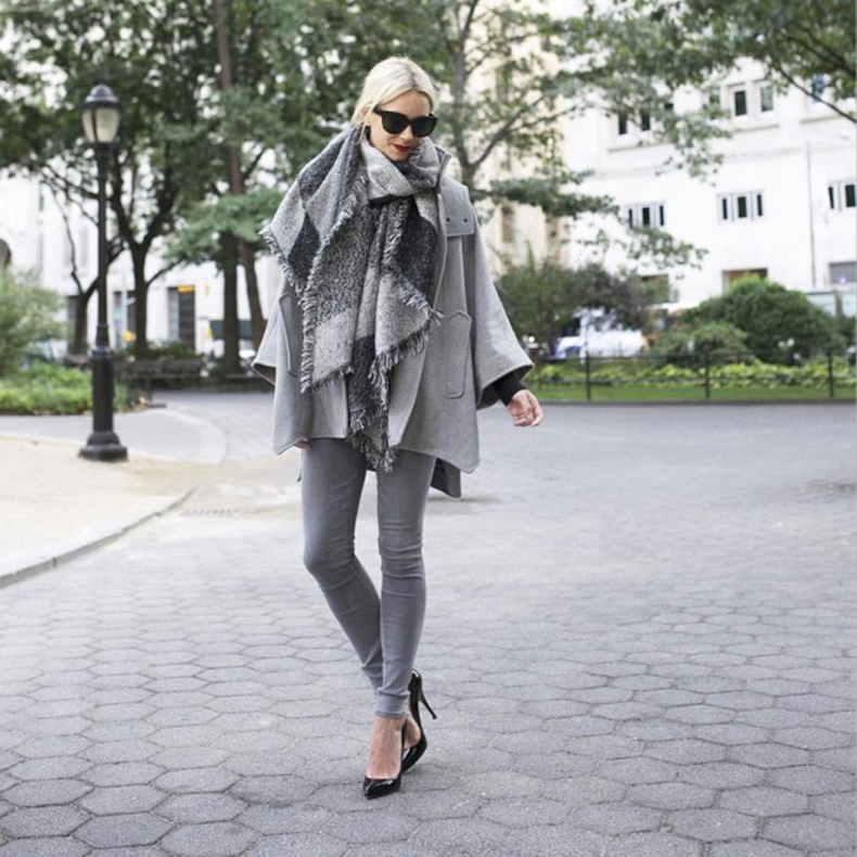 grey-monochromatic-groutfits-checkered-scarf-blanket-scarf-grey-coat-grey-skinnies-black-pumps-black-and-grey-atlantic-pacific-640x640