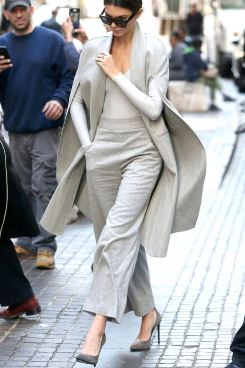 grey-monochromatic-groutfits-fall-winter-work-outfit-cropped-pants-kendall-jenner-model-off-duty-style-graziadaily.co_.uk_-640x960
