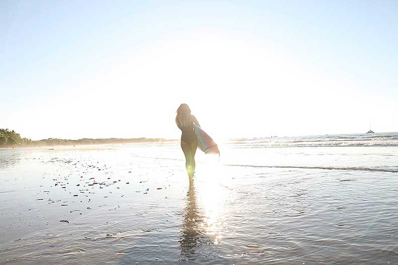 jinna-yang-surfing