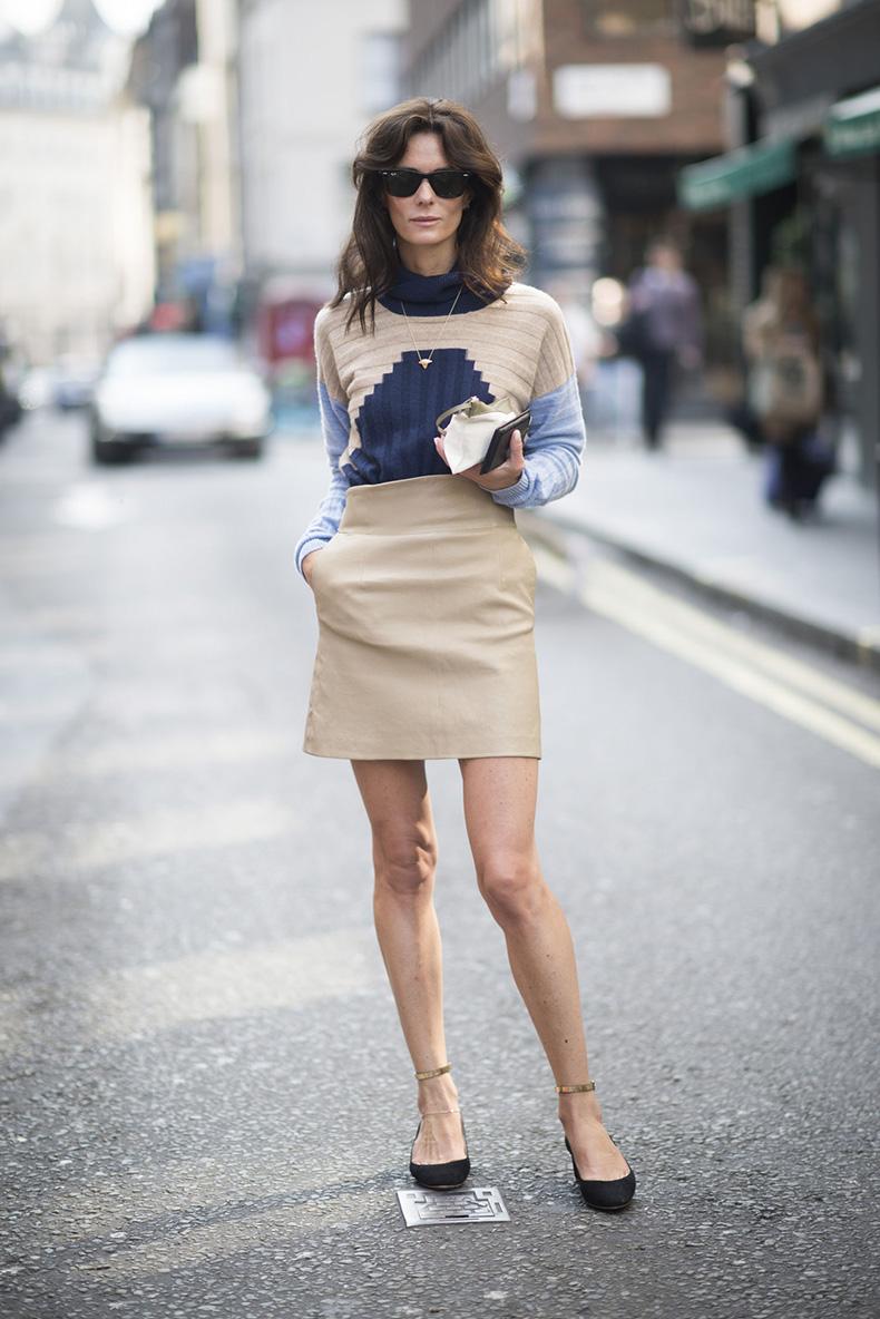 london-fashion-week-fall-street-style-outfit-ideascolorblock-sweater-camel-skirt-main