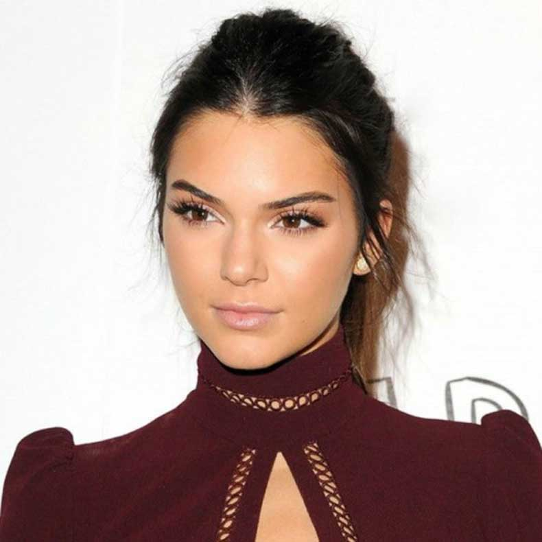 pink-valentines-day-makeup-pink-nude-lipgloss-kendall-jenner-600x600