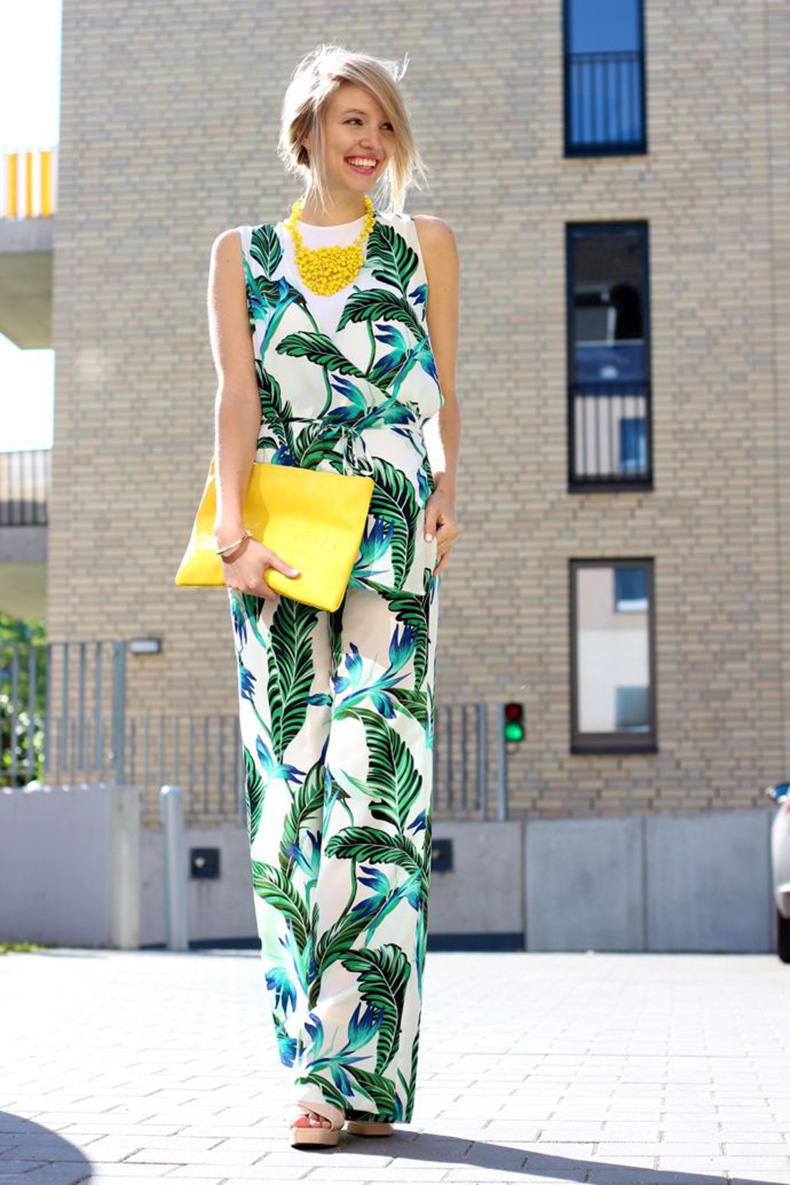 printed-jumpsuit-outfit-tropical-print
