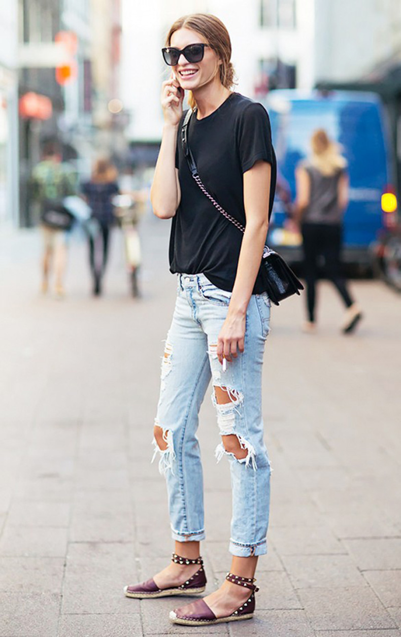 summer-to-fall-weekend-distressed-denim-ripped-jeans-espadrille-flats-tee-via-sss