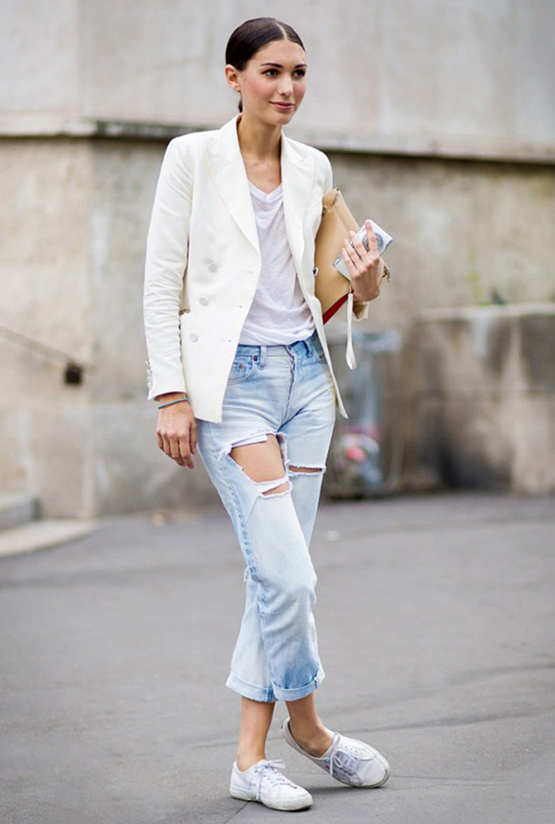 white-blazer-ripped-boyfriend-jeans-white-tee-sneakers-summer-weekend-outfit-via-style-du-monde