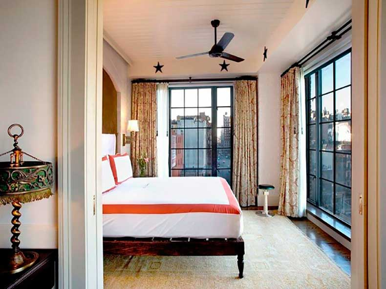 10-small-space-decorating-tips-to-steal-from-hotels-1626059-1453082819.640x0c