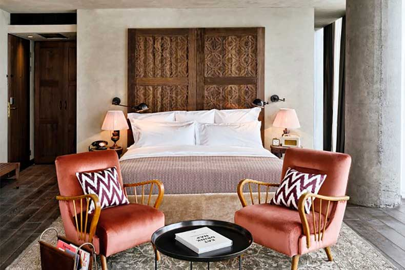10-small-space-decorating-tips-to-steal-from-hotels-1626060-1453082820.640x0c