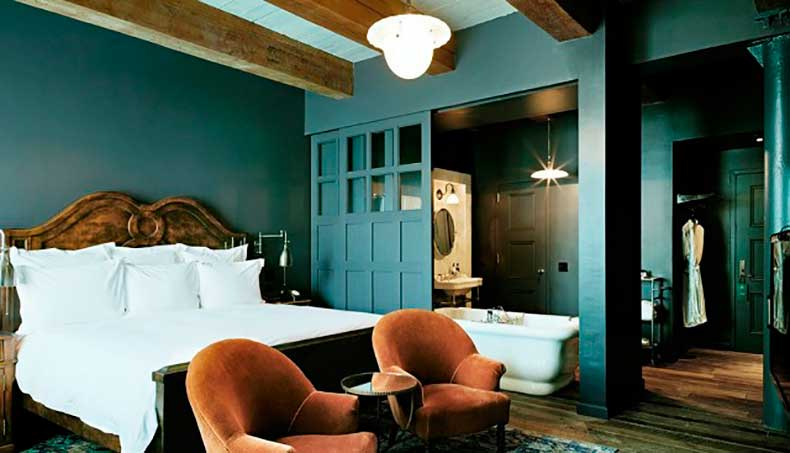 10-small-space-decorating-tips-to-steal-from-hotels-1626062-1453082845.640x0c