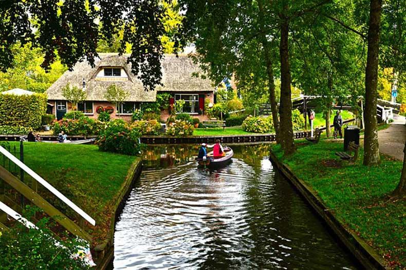 1Giethoorn-Netherlands