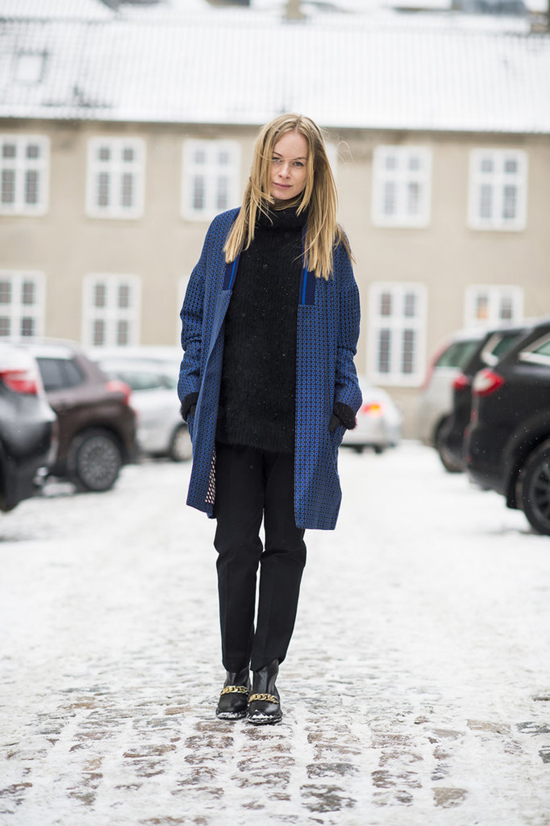 All-black-coupled-printed-blue-coat-minimalist