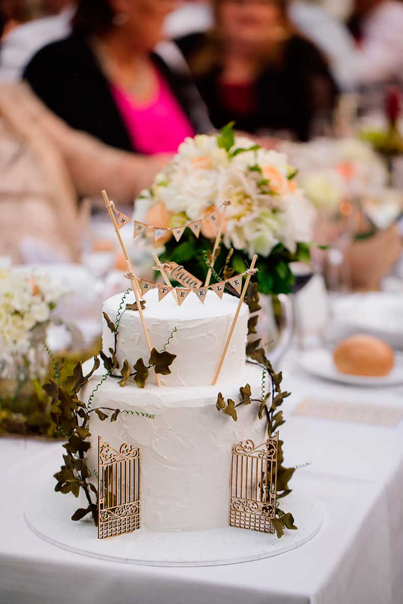 Decorate-your-cake-greenery-banners-say-Mr-Mrs