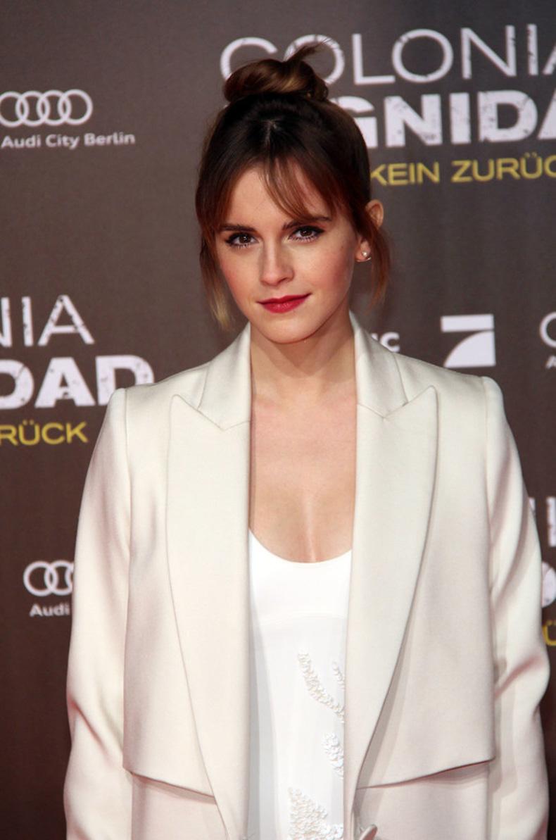Emma-Watson-Colonia-Premiere-Berlin-February-2016-(1)