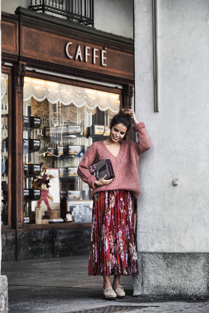 Gucci_Skirt-Clogs-Pink_Sweater-Cuneo-Street_Style-Collage_Vintage-Outfit-Bruna_Rosso--790x1185