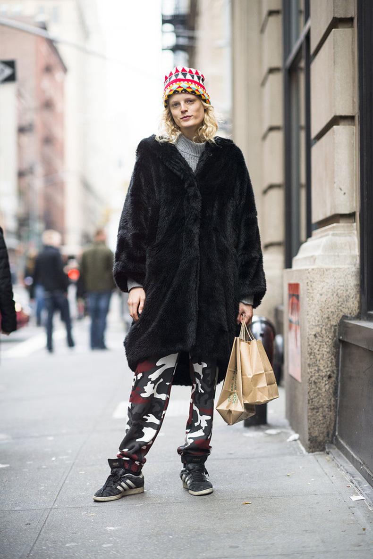 Hanne-Gaby-Odiele-stayed-spunky-camo-print-pants-oversize