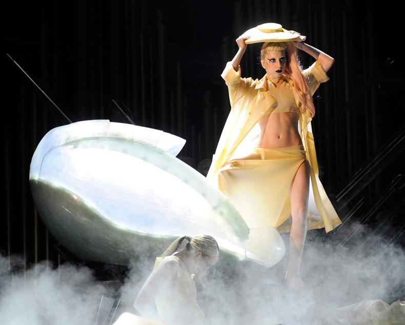 Lady-Gaga-(2)
