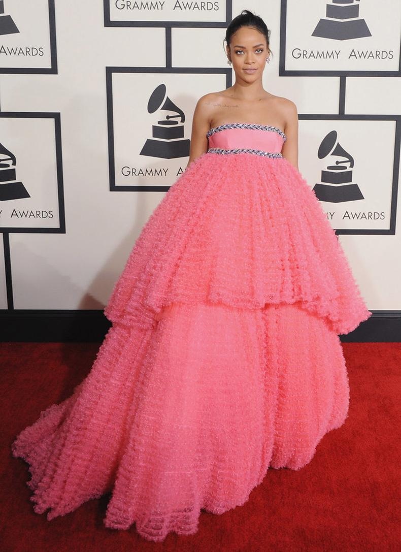 Rihanna-(1)