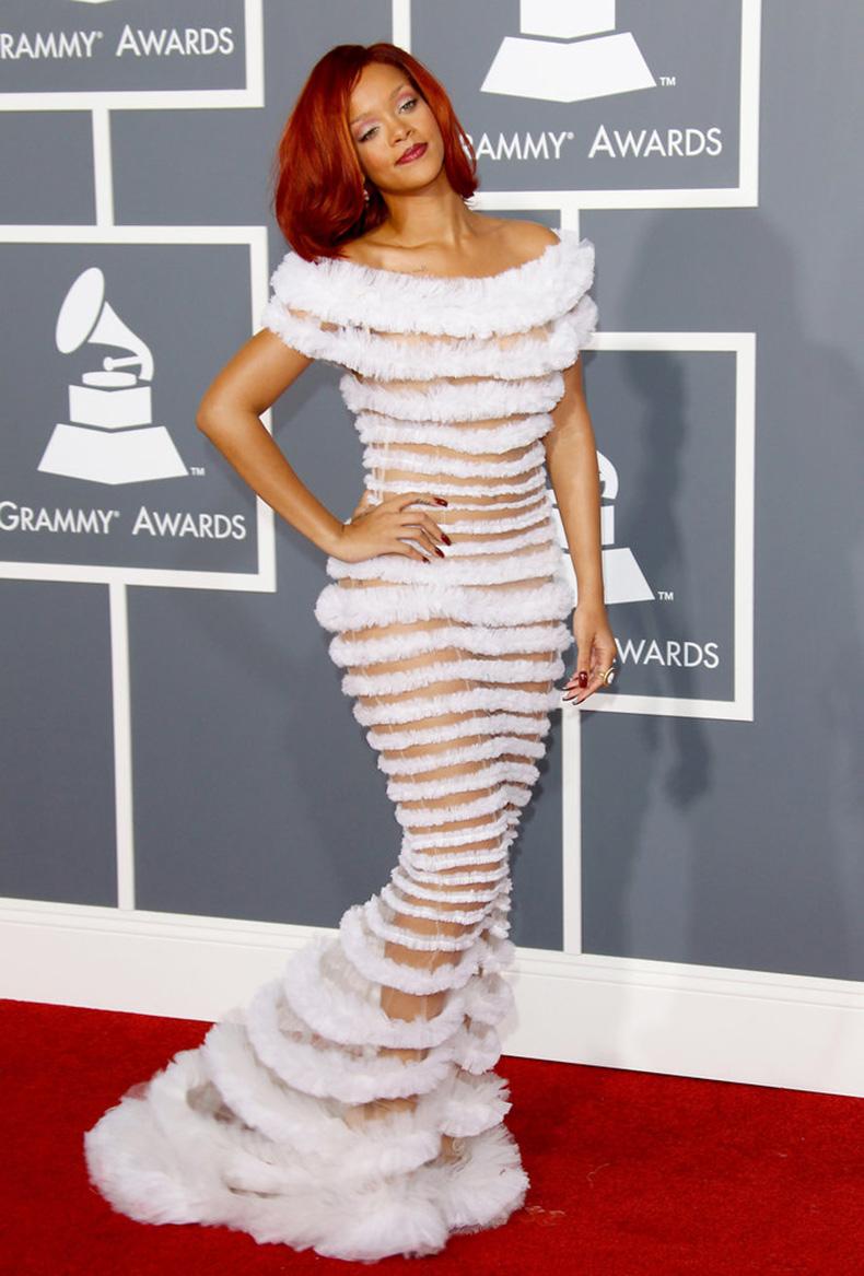 Rihanna-(2)