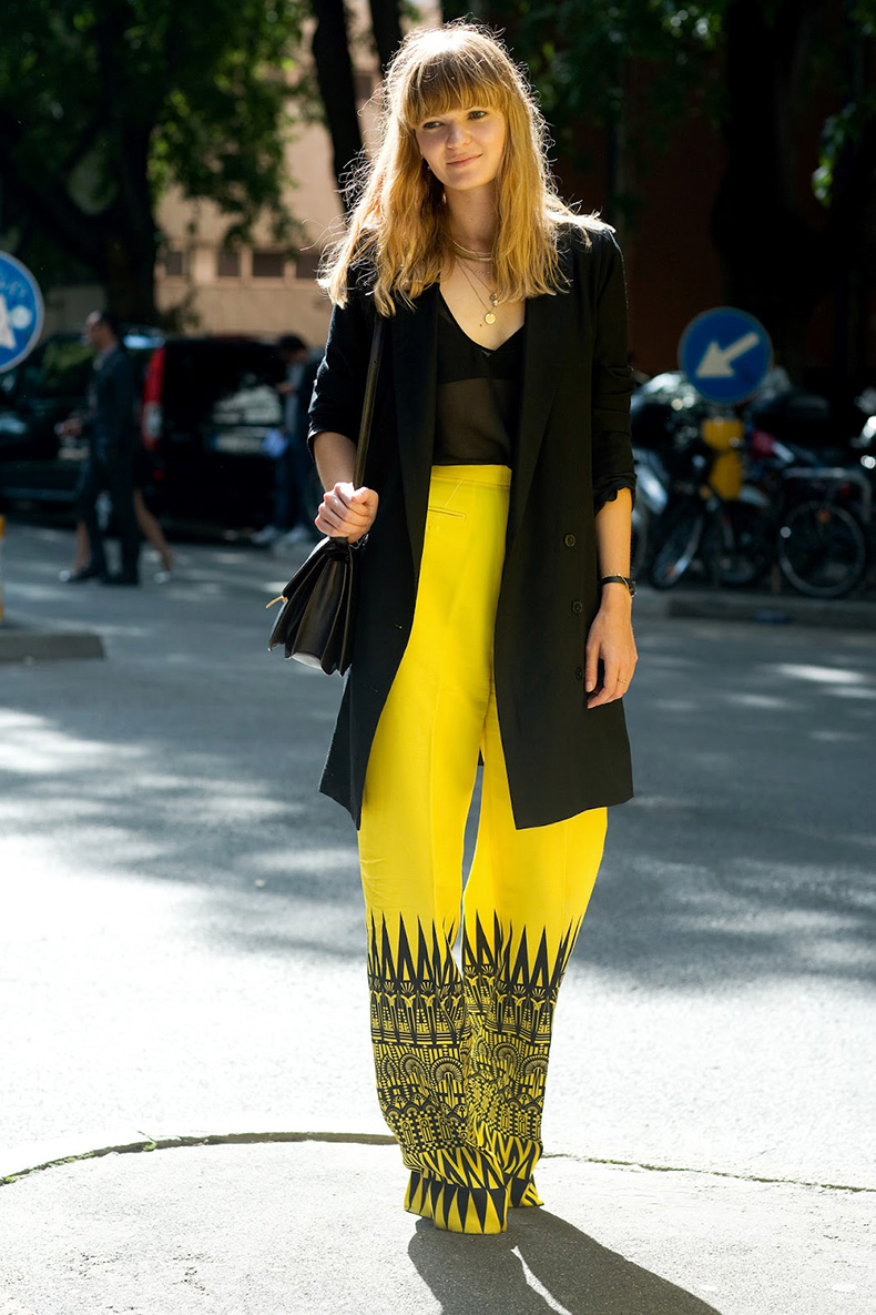STREET-STYLE-YELLOW-GRAPHIC-PRINT-PANTS-1
