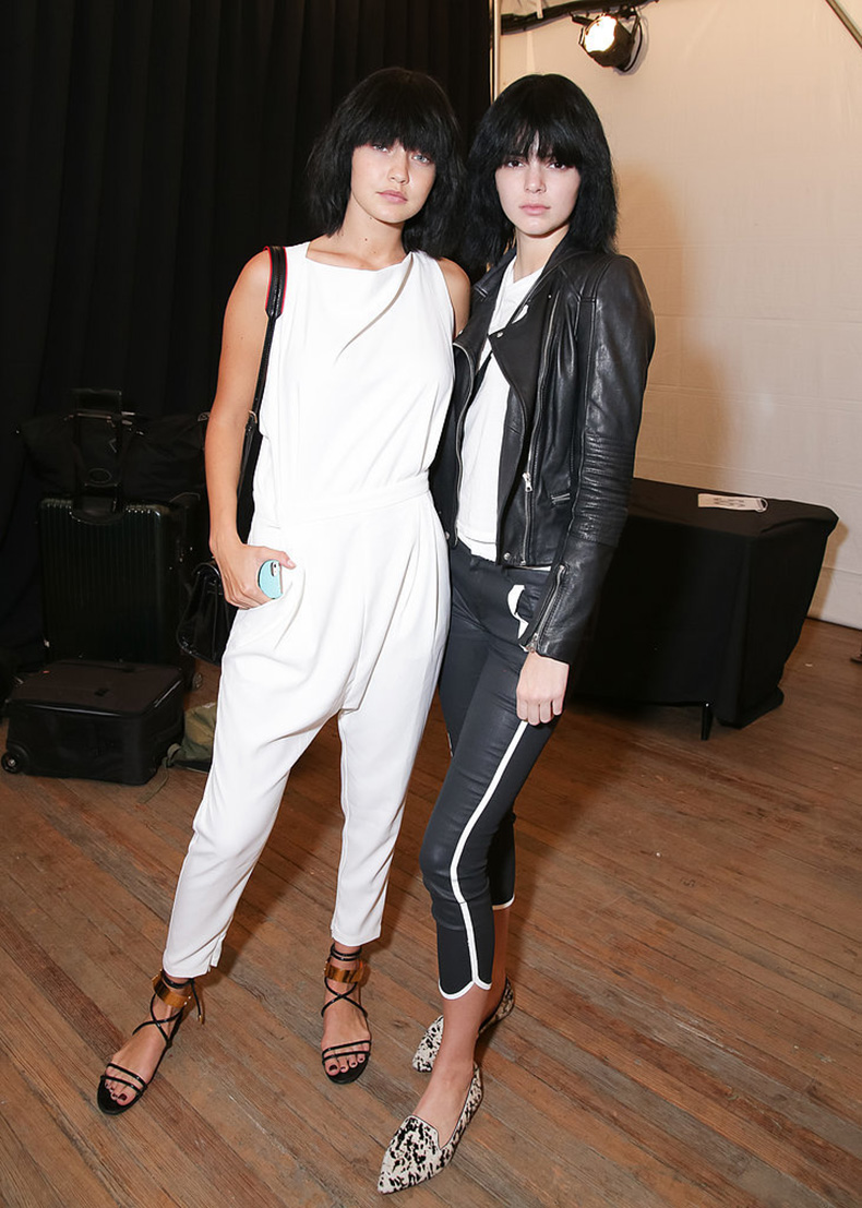 Understated-Backstage-Outfits