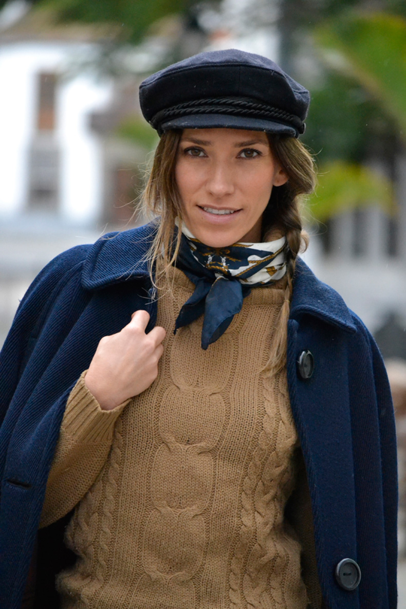 atacadas-street-style-silk-scarf-neck-navy-outfit