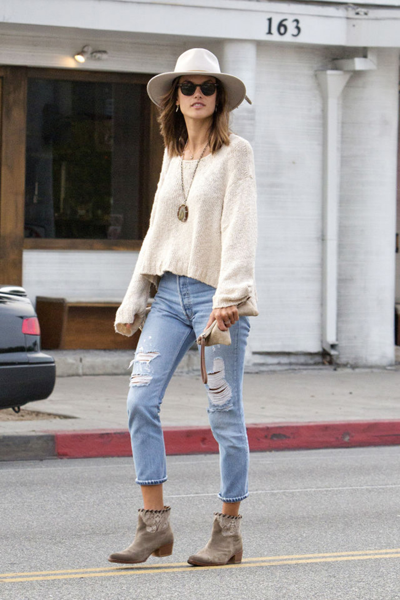 gallery-1453917317-hbz-denim-alessandra-ambrosio-splash