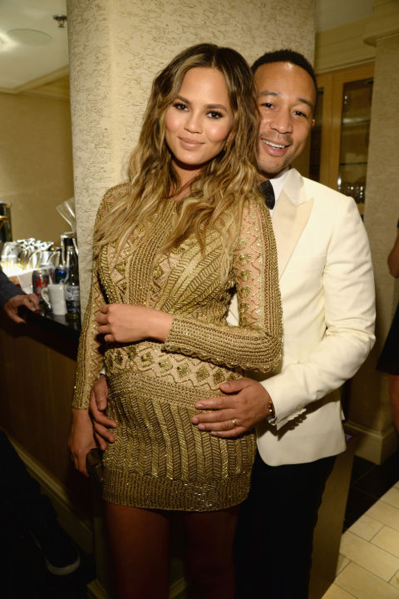 hbz-chrissy-teigen-john-legend-bump