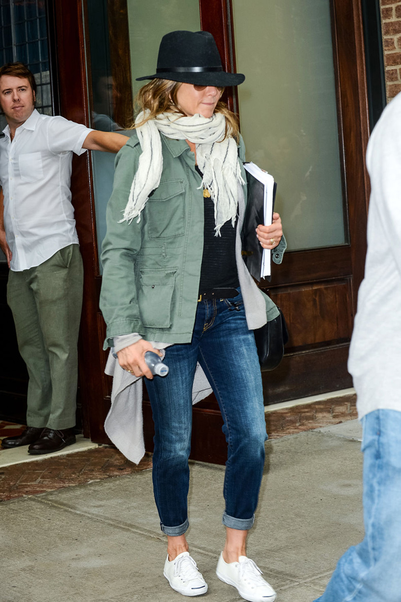 hbz-denim-jennifer-aniston-getty
