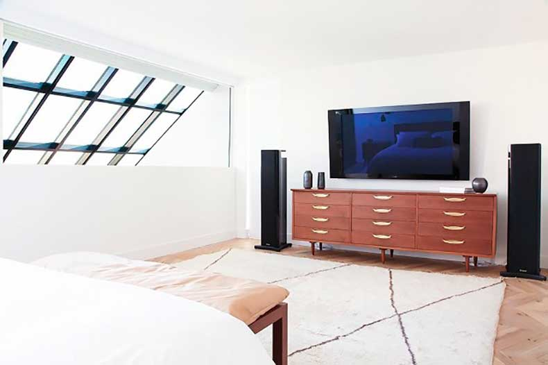 home-tour-a-masculine-modern-home-in-los-angeles-1654563-1455234542.640x0c