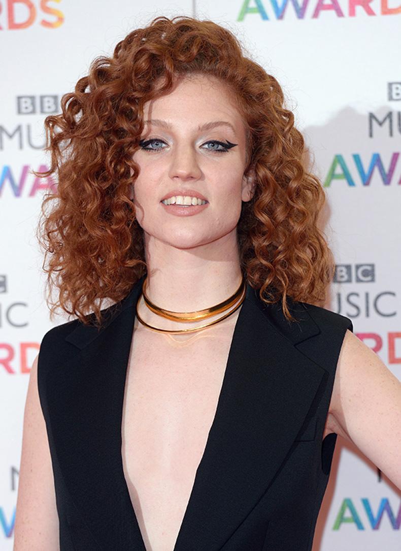 jess-glynne-curly-hair