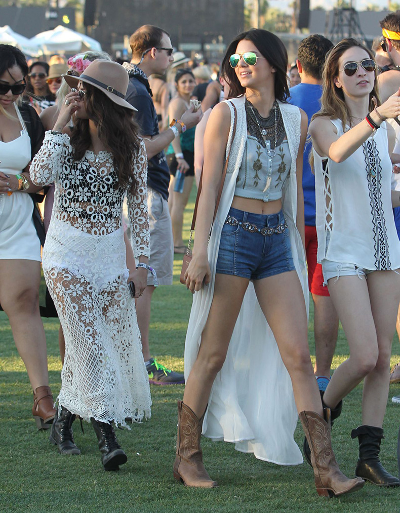 kendall-jenner-leggy-in-shorts-at-the-coachella-festival-2014-in-indio_1