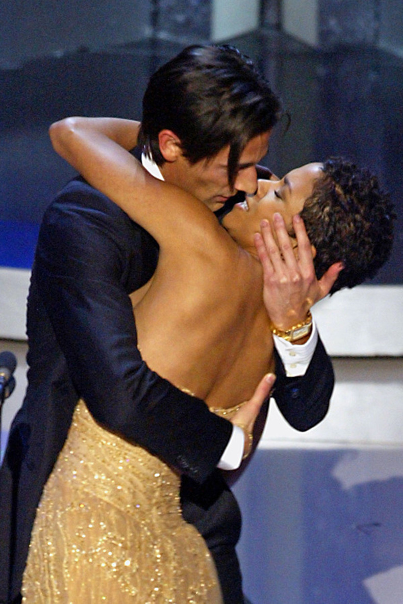most-awkward-oscars-moments-halle-berry-adrien-brody-600x900