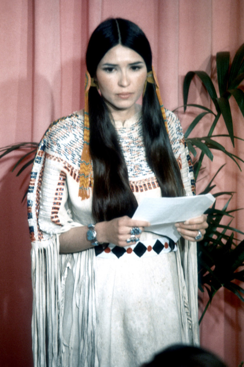 most-awkward-oscars-moments-sacheen-littlefeather-marlon-brando-600x900