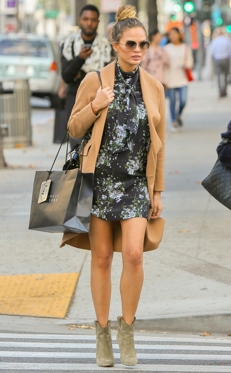 rs_634x1024-151124170932-634-chrissy-teigen-shopping-beverly-hills-112415