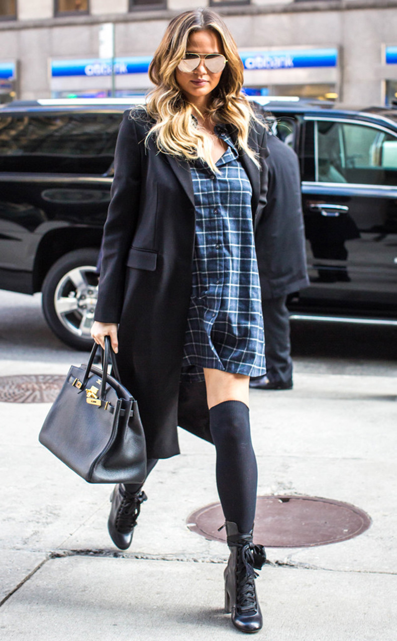 rs_634x1024-151201100443-634-chrissy-teigen-new-york-plaid.ls.12115