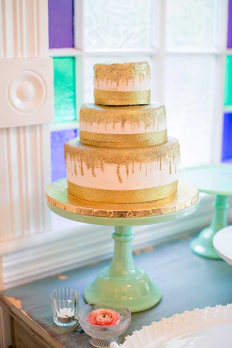 sparkly-gold-details-cake-so-unexpected-fun